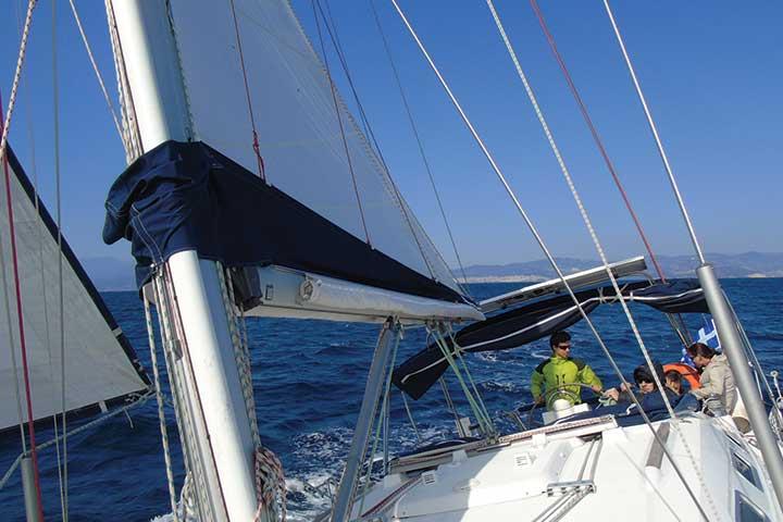 Управление ва ветроходна яхта