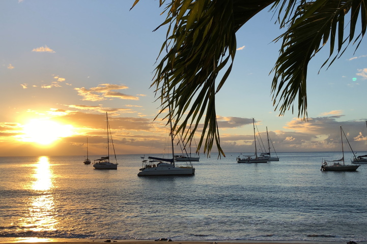 Кариби - плаж - яхта - изгрев