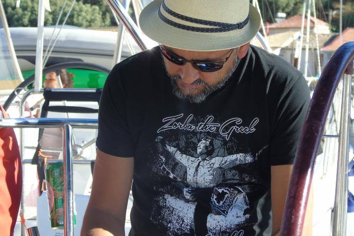 Мъж по тениска