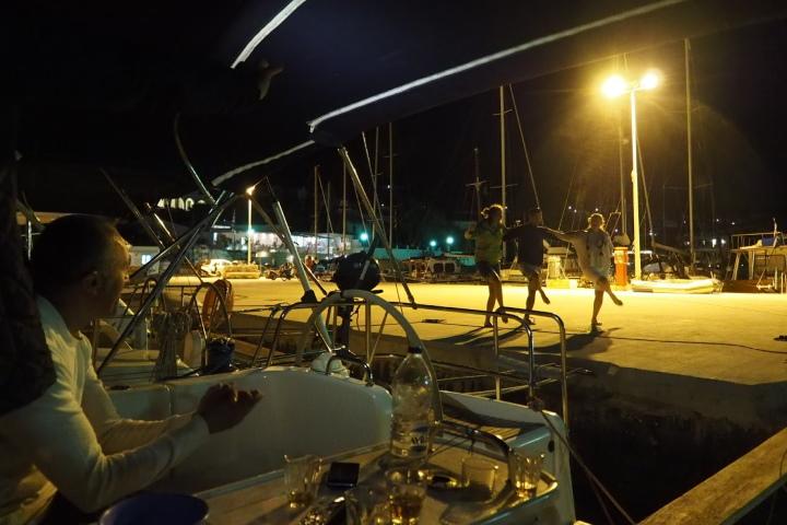 Сиртаки на марина в Гърция