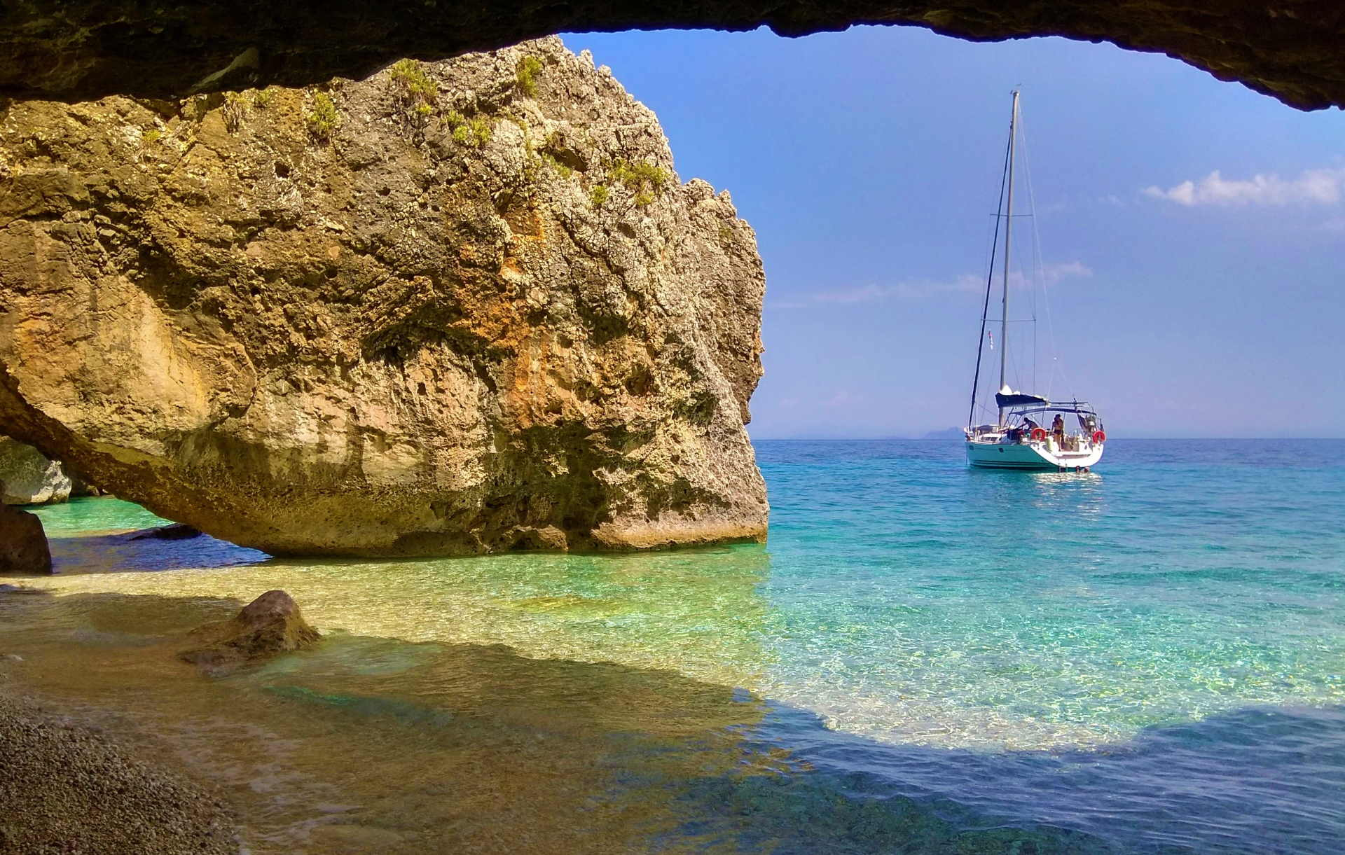 яхта в залив на остров Кефалония